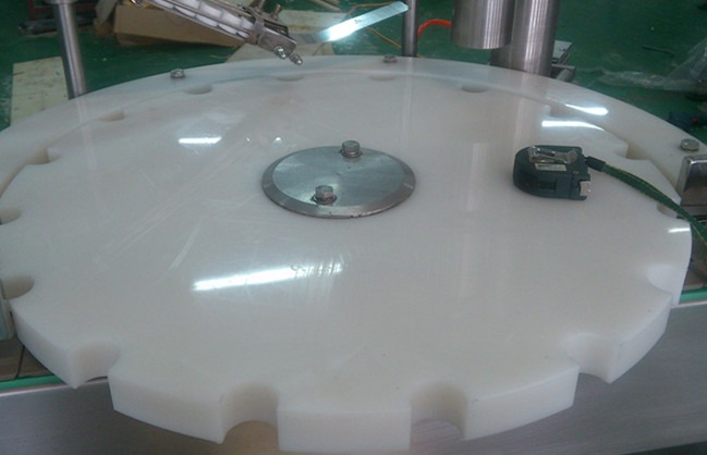 Fully Automatic PET Bottle Capping Machine
