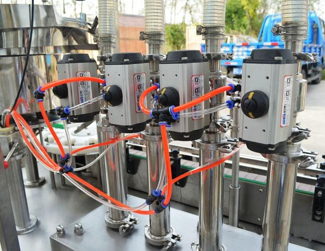 PLC Control PET Bottle Filling And Capping Machine